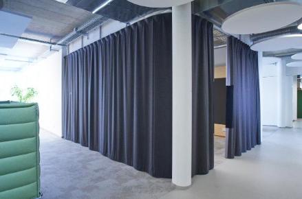 características principales de las cortinas acústicas
