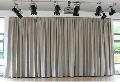 control de calidad en telones para teatros