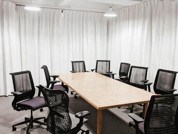 cortinas ignifugas para insonorización en oficinas y edificios