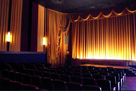 telones para teatros clásicos con calidad ignifuga